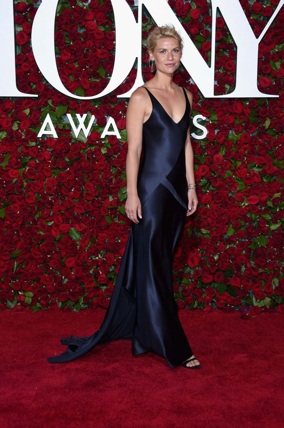7-tony-awards-16-claire-danes-in-narciso-rodriguez
